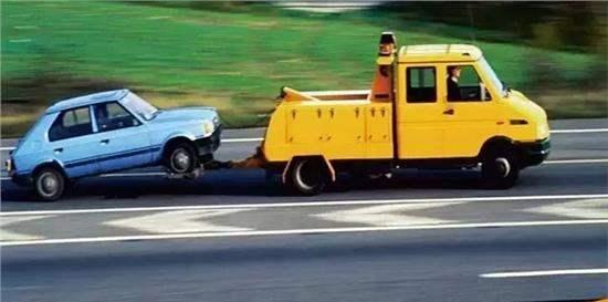 开车遇突发状况,哪些情况可以免费道路救援?骑士特权帮你在线呼叫救援