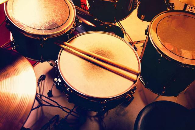 轻型便携体感架子鼓,随时随地畅享鼓点乐趣